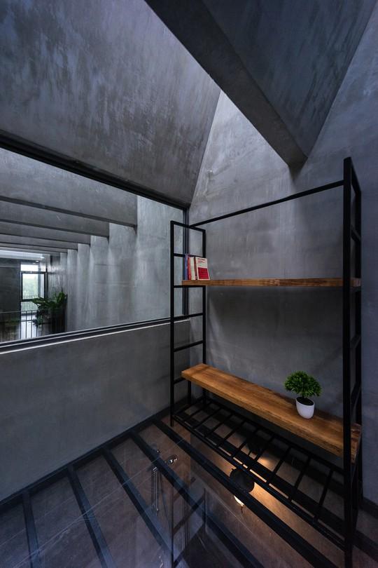 Ngôi nhà ống ở TP HCM lên tạp chí kiến trúc của Mỹ - Ảnh 24.
