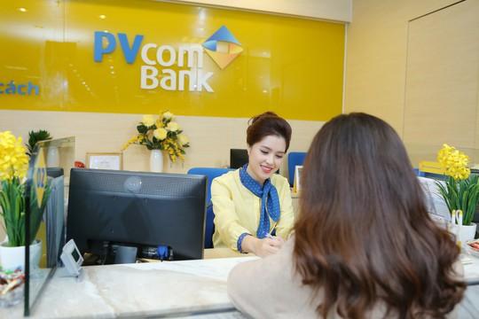 PvcomBank tặng quà khách hàng nhân 8-3 - Ảnh 1.