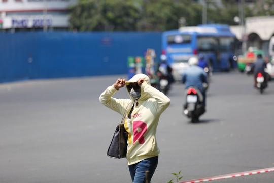 Nhiệt độ ở Sài Gòn lên đến 39 độ C, kéo dài đến tháng 5 - Ảnh 2.