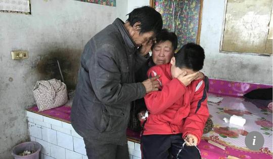 Cậu bé 10 tuổi quyết không để mẹ chết - Ảnh 2.