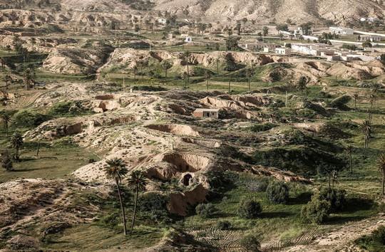 Những gia đình cuối cùng sống dưới lòng đất ở Tunisia - Ảnh 2.
