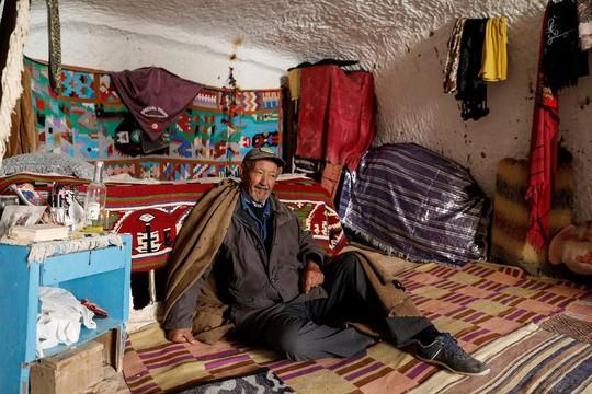 Những gia đình cuối cùng sống dưới lòng đất ở Tunisia - Ảnh 12.