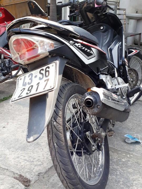 TP HCM: Dân vây bắt 2 anh em cướp tài sản cô gái trẻ - Ảnh 3.