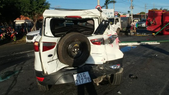 Xe cứu hỏa tông 3 ô tô khi đi chữa cháy - Ảnh 5.