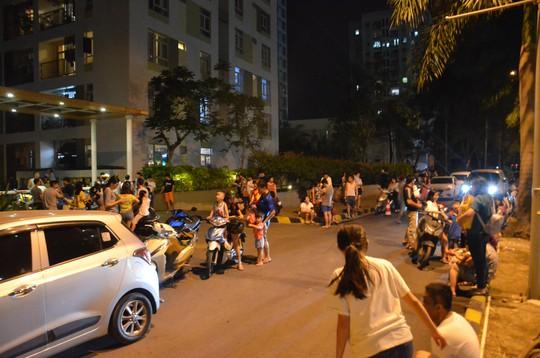 Lại cháy chung cư ở TP HCM, hàng trăm người hoảng loạn - Ảnh 3.
