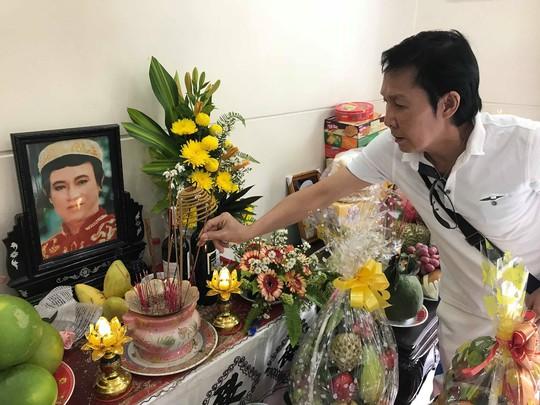 Minh Vương ca bên cầu dệt lụa tưởng nhớ Thanh Sang trong ngày giỗ đầu - Ảnh 3.