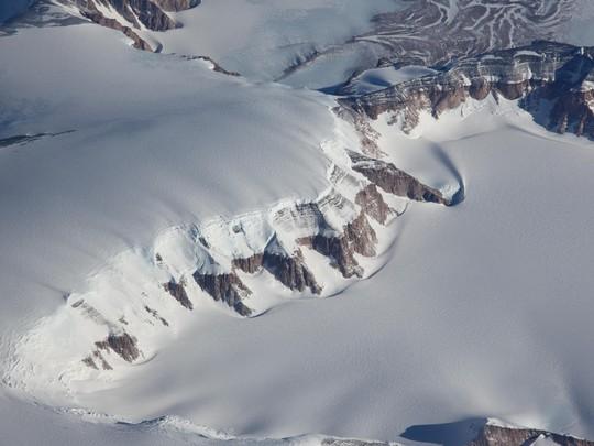 Thủy tinh thiên thạch nhặt ở Nam Cực đến từ Việt Nam - Ảnh 2.