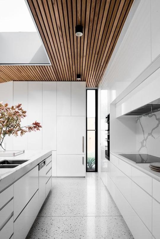 Thiết kế trần gỗ cho ngôi nhà bừng sáng  - Ảnh 6.
