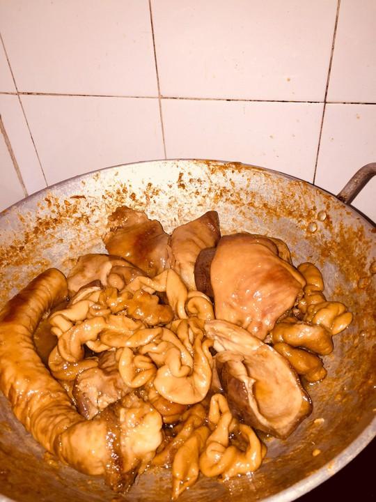 Ruột heo khìa nước dừa: món lai rai độc địa của má - Ảnh 1.