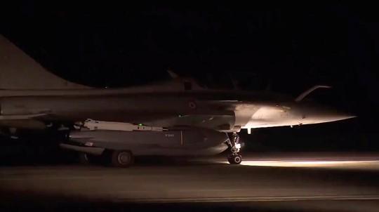 (Video) - Mỹ và đồng minh dội tên lửa vào Syria - Ảnh 15.