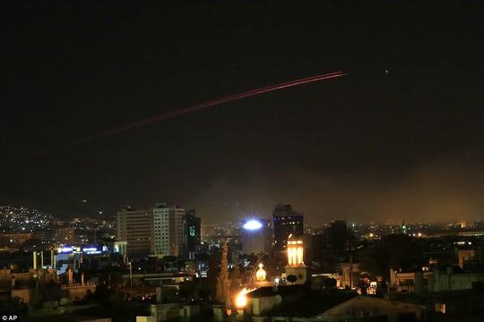 (Video) - Mỹ và đồng minh dội tên lửa vào Syria - Ảnh 8.