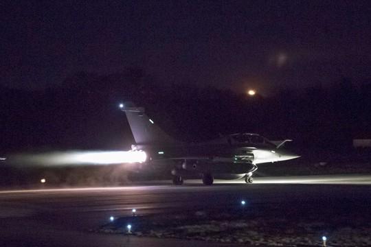 (Video) - Mỹ và đồng minh dội tên lửa vào Syria - Ảnh 11.