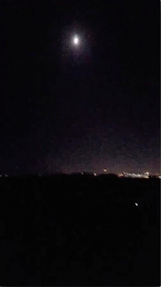 (Video) - Mỹ và đồng minh dội tên lửa vào Syria - Ảnh 2.