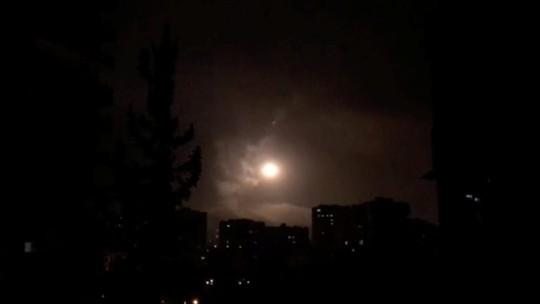 (Video) - Mỹ và đồng minh dội tên lửa vào Syria - Ảnh 5.