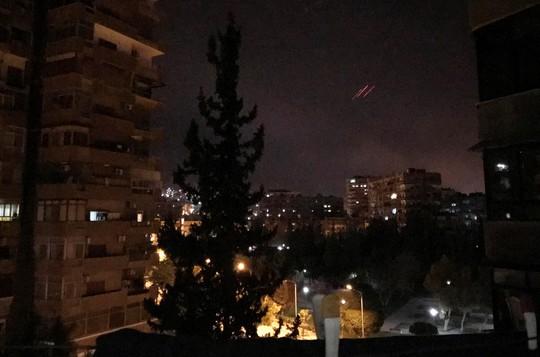 (Video) - Mỹ và đồng minh dội tên lửa vào Syria - Ảnh 7.