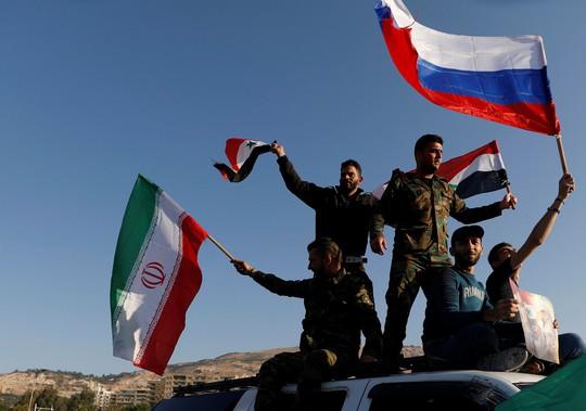 Tổng thống Assad xuất hiện sau đêm Syria bị không kích - Ảnh 3.