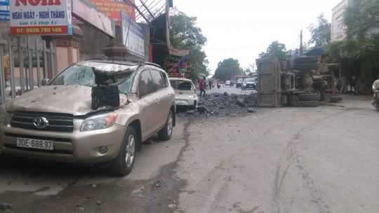 Hiện trường vụ tai nạn sau khi tài xế bẻ lái cứu 2 nữ sinh