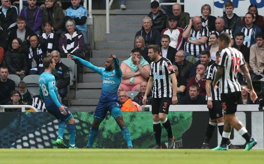 Newcastle lần đầu đánh bại Arsenal sau 8 năm - Ảnh 2.