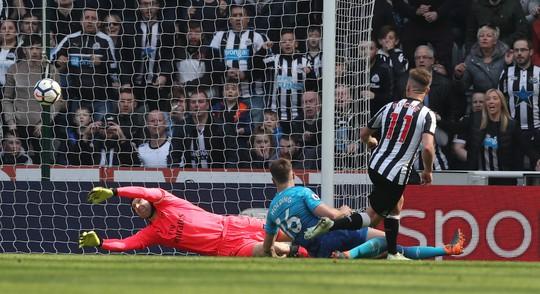 Newcastle lần đầu đánh bại Arsenal sau 8 năm - Ảnh 1.