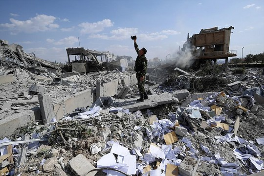 Lầu Năm Góc: Quân của ông Assad bắn trả bằng 40 tên lửa - Ảnh 2.