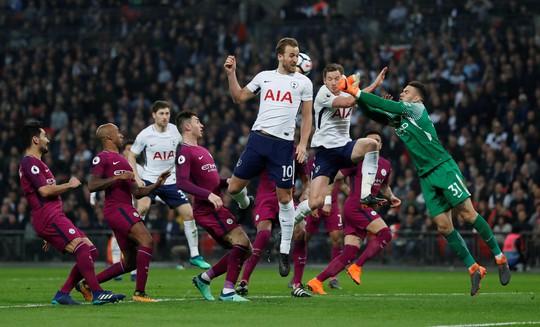 Gia cố hàng thủ, Guardiola giúp Man City hoàn hảo - Ảnh 1.