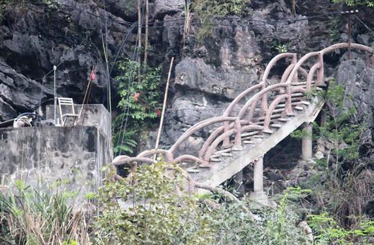 Công trình khủng xuyên danh thắng Tràng An tháo dỡ 40 m lan can sau nửa tháng - Ảnh 8.