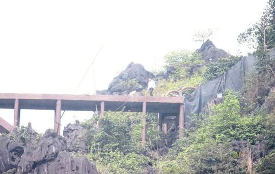 Công trình khủng xuyên danh thắng Tràng An tháo dỡ 40 m lan can sau nửa tháng - Ảnh 5.