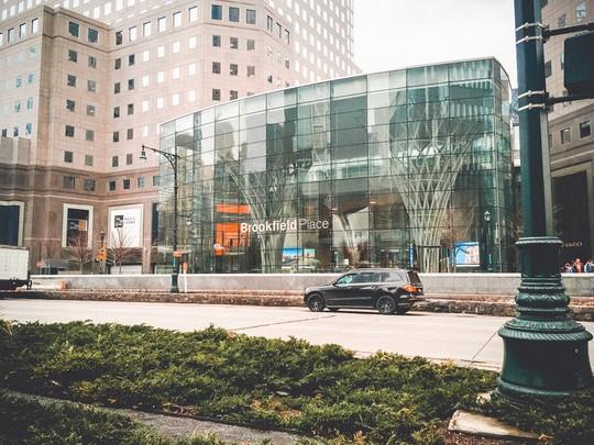 Khám phá trung tâm mua sắm xa xỉ bậc nhất New York - Ảnh 1.