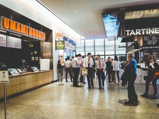 Khám phá trung tâm mua sắm xa xỉ bậc nhất New York - Ảnh 12.