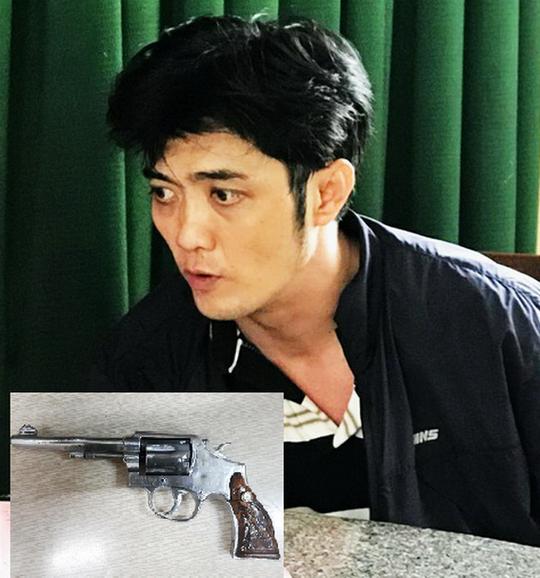 Bắt 2 kẻ mang theo súng Rulo trong cốp xe - ảnh 1