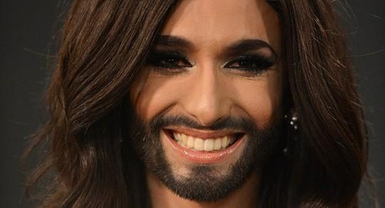 Nữ hoàng có râu công khai bị nhiễm HIV - Ảnh 1.
