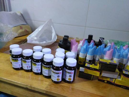 Đột kích cửa hàng bán sản phẩm trị ung thư bằng than tre ở TP HCM - ảnh 5