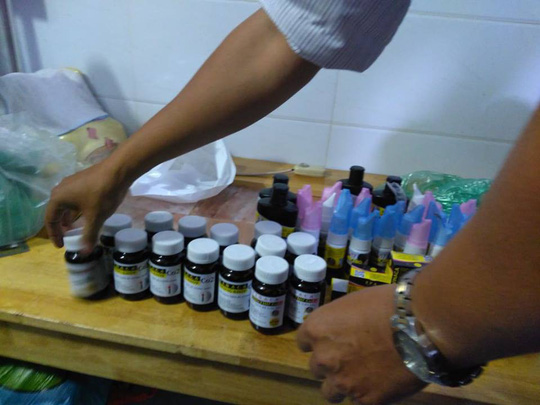 Đột kích cửa hàng bán sản phẩm trị ung thư bằng than tre ở TP HCM - ảnh 7