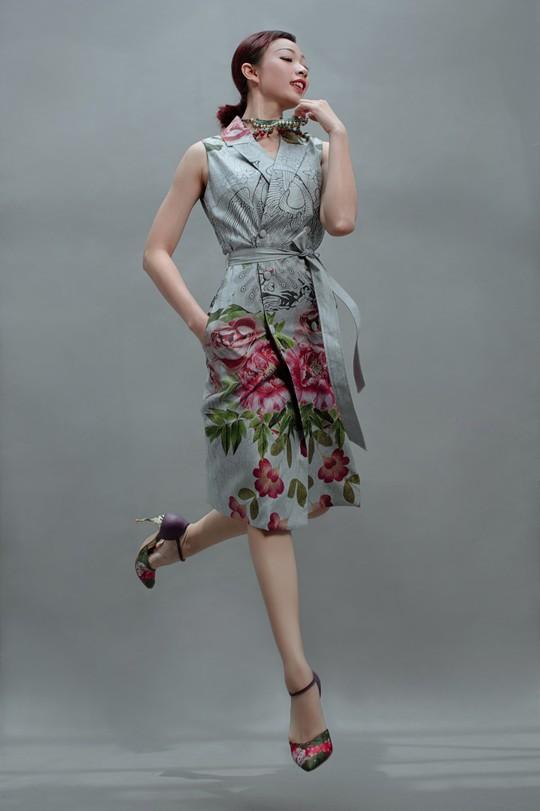 Vũ điệu tranh Đông Hồ trên thời trang - Ảnh 4.