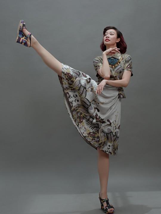 Vũ điệu tranh Đông Hồ trên thời trang - Ảnh 3.