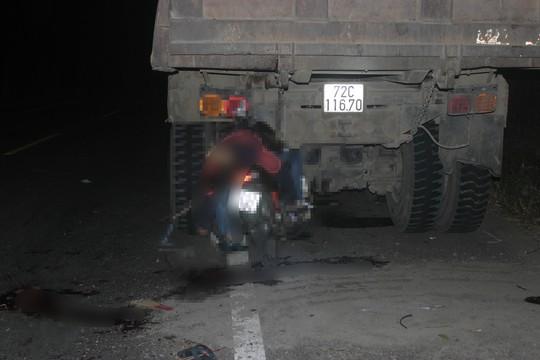 Tông xe ben đỗ bên đường, 2 thanh niên tử nạn - Ảnh 1.