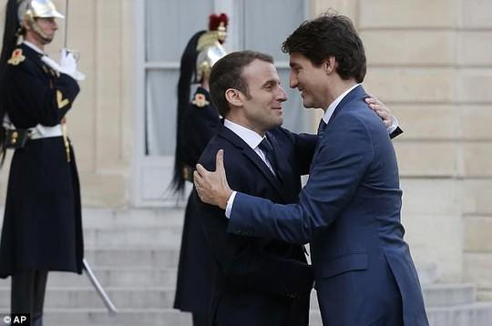 Ngưỡng mộ mối tình giữa 2 nhà lãnh đạo Pháp - Canada - Ảnh 1.