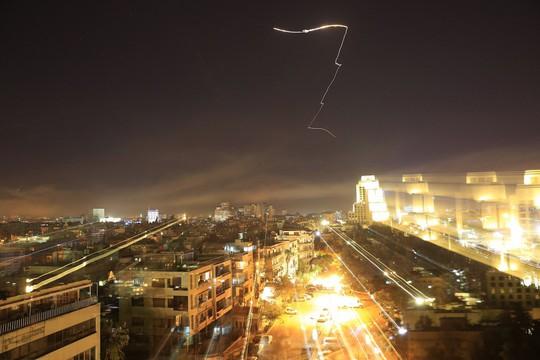 """Chuyên gia phương Tây """"không tin"""" Syria bắn hạ 71/105 tên lửa liên quân Mỹ - ảnh 3"""