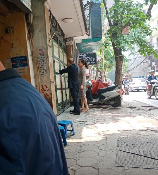 Hàng xóm nói gì về cựu trung tướng Phan Hữu Tuấn bị bắt, khám nhà? - Ảnh 1.