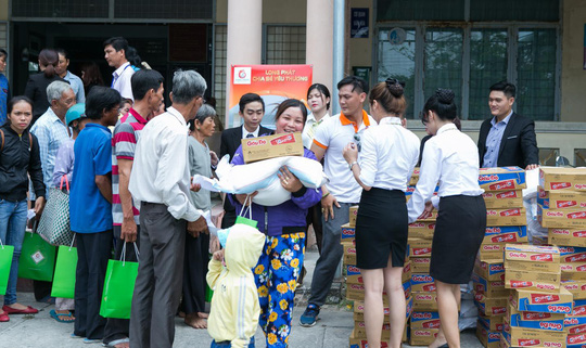 Địa ốc Long Phát tặng quà cho các hộ nghèo ở Tiền Giang - Ảnh 3.
