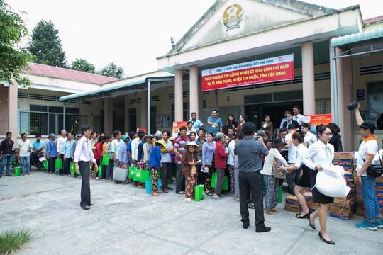 Địa ốc Long Phát tặng quà cho các hộ nghèo ở Tiền Giang - Ảnh 4.