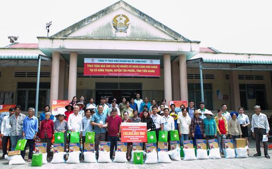 Địa ốc Long Phát tặng quà cho các hộ nghèo ở Tiền Giang - Ảnh 5.