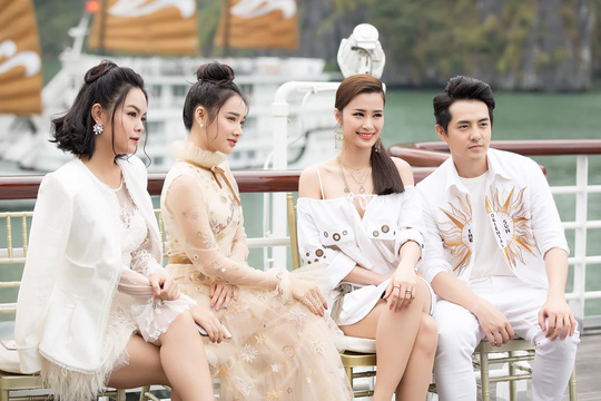 Nhã Phương xuất hiện xinh xắn tại show thời trang - Ảnh 1.