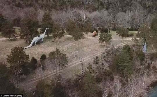 Ám ảnh công viên khủng long bị bỏ hoang - Ảnh 11.