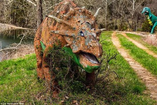 Ám ảnh công viên khủng long bị bỏ hoang - Ảnh 5.
