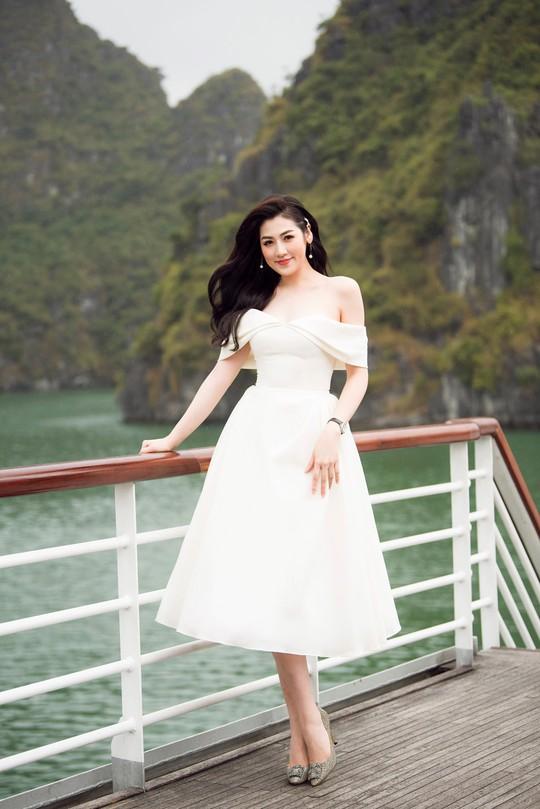 Nhã Phương xuất hiện xinh xắn tại show thời trang - Ảnh 7.