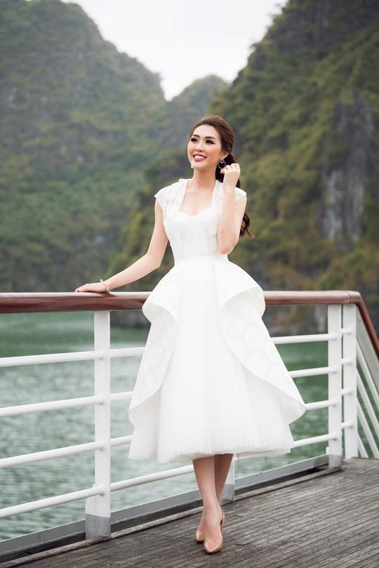 Nhã Phương xuất hiện xinh xắn tại show thời trang - Ảnh 9.