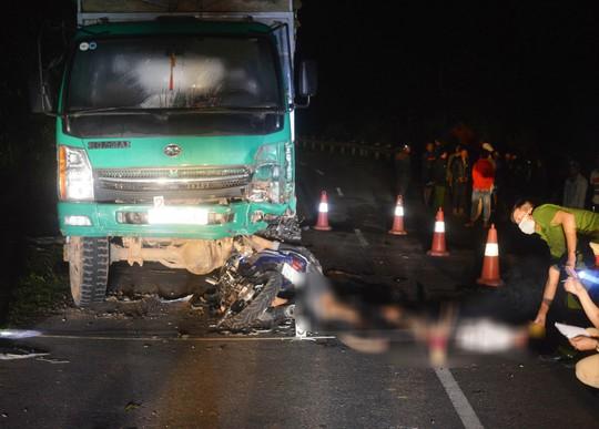 Hiện trường kinh hoàng vụ đâm vào ô tô tải, 4 học sinh tử vong - Ảnh 2.