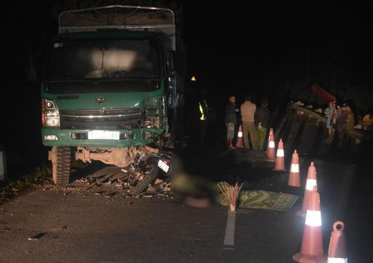 Hiện trường kinh hoàng vụ đâm vào ô tô tải, 4 học sinh tử vong - Ảnh 3.