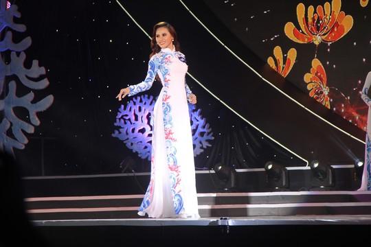 Nguyễn Thị Kim Ngọc đăng quang Hoa hậu Biển Việt Nam Toàn cầu 2018 - Ảnh 2.